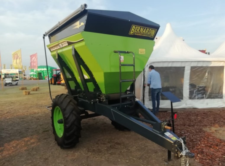 Fertilizadora Bernardin 0km M3000 XS, año 0
