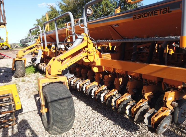 Sembradora Agrometal TX Mega 22/35, año 2011