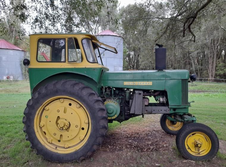 Tractor John Deere 730, año 1