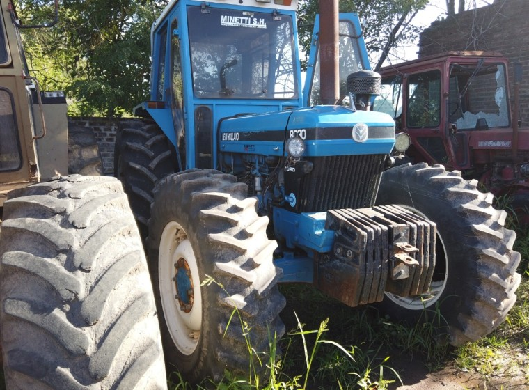 Tractor New Holland 8030, año 1