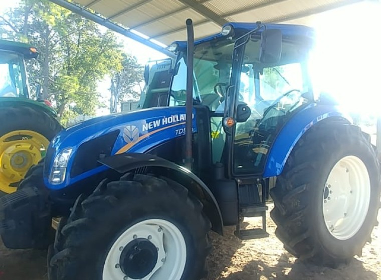 Tractor New Holland TD5, año 2018