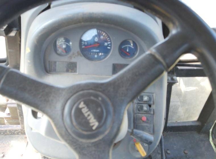 Tractor Valtra BM100, año 1